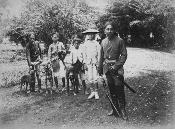 Raden Danoekoesoemah / Raden Adipati Wirahadiningrat.