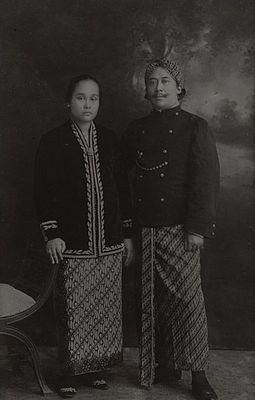 R. Adpati Wiratanoeningrat dan istri.